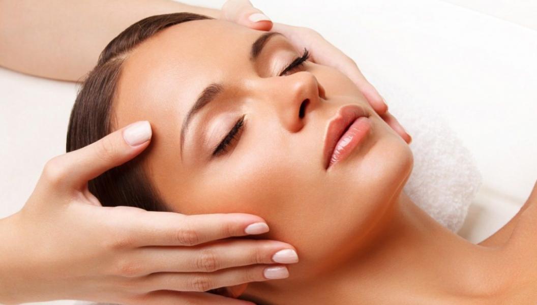 Моделюючий анти ейдж масаж обличчя